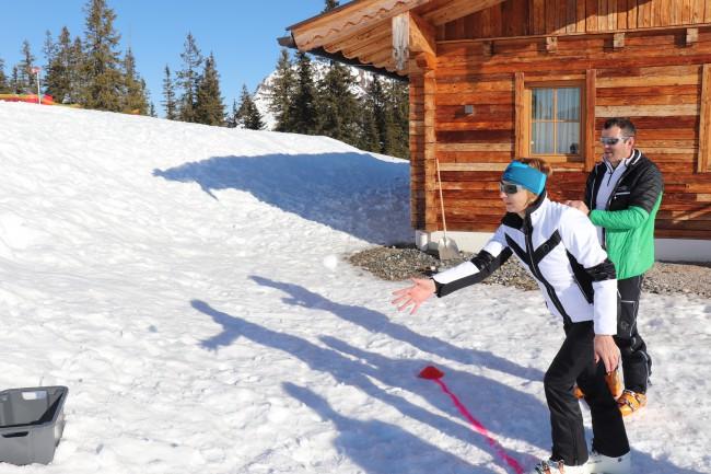 Auf Zielsicherheit kam es auch beim Schneeballwerfen an.